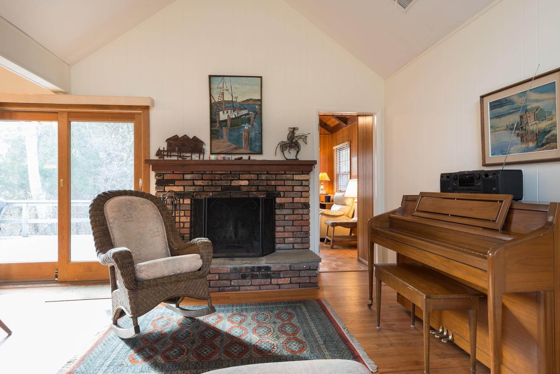 7. Single Family Homes at Amagansett Dunes Beach Cottage Amagansett, East Hampton Town, NY 11930