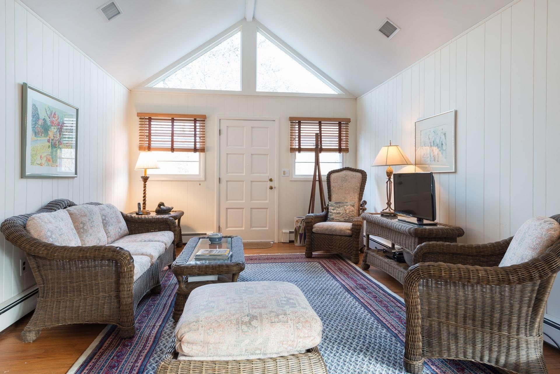8. Single Family Homes at Amagansett Dunes Beach Cottage Amagansett, East Hampton Town, NY 11930