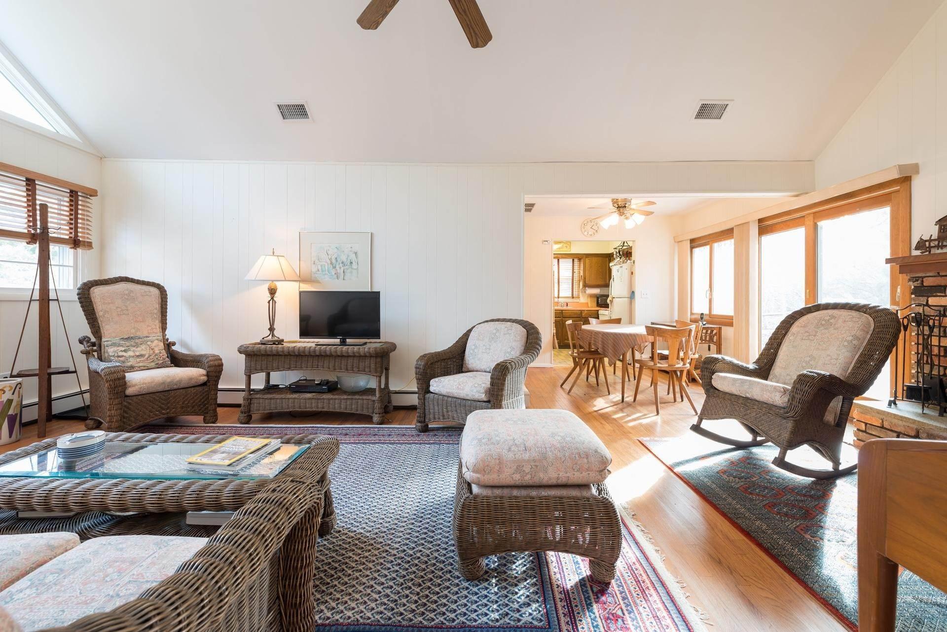5. Single Family Homes at Amagansett Dunes Beach Cottage Amagansett, East Hampton Town, NY 11930