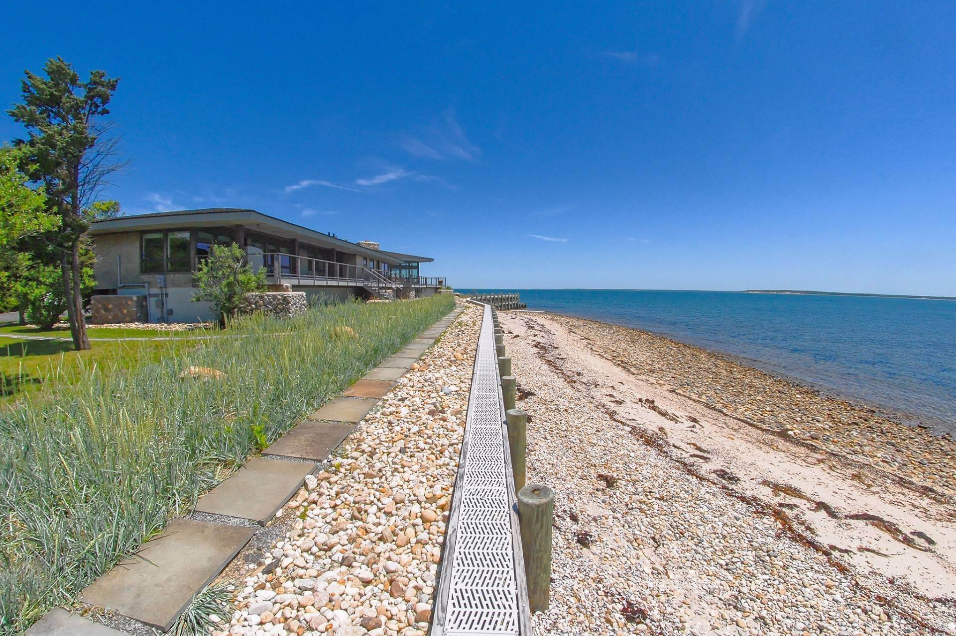 6. Single Family Homes for Sale at Shelter Island Mid Century Modern Beach House With Pool Shelter Island Heights, Shelter Island, NY 11964
