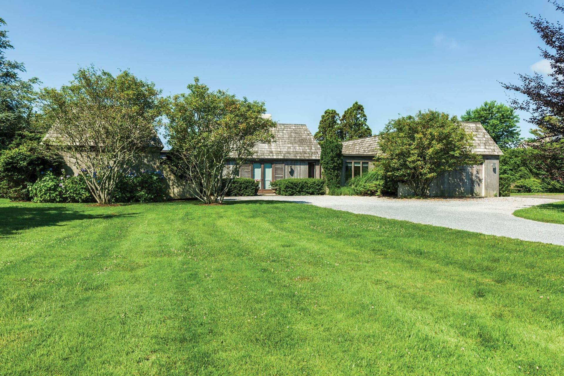 9. Single Family Homes at Stunning Sagaponack South Southampton Town, NY 11962