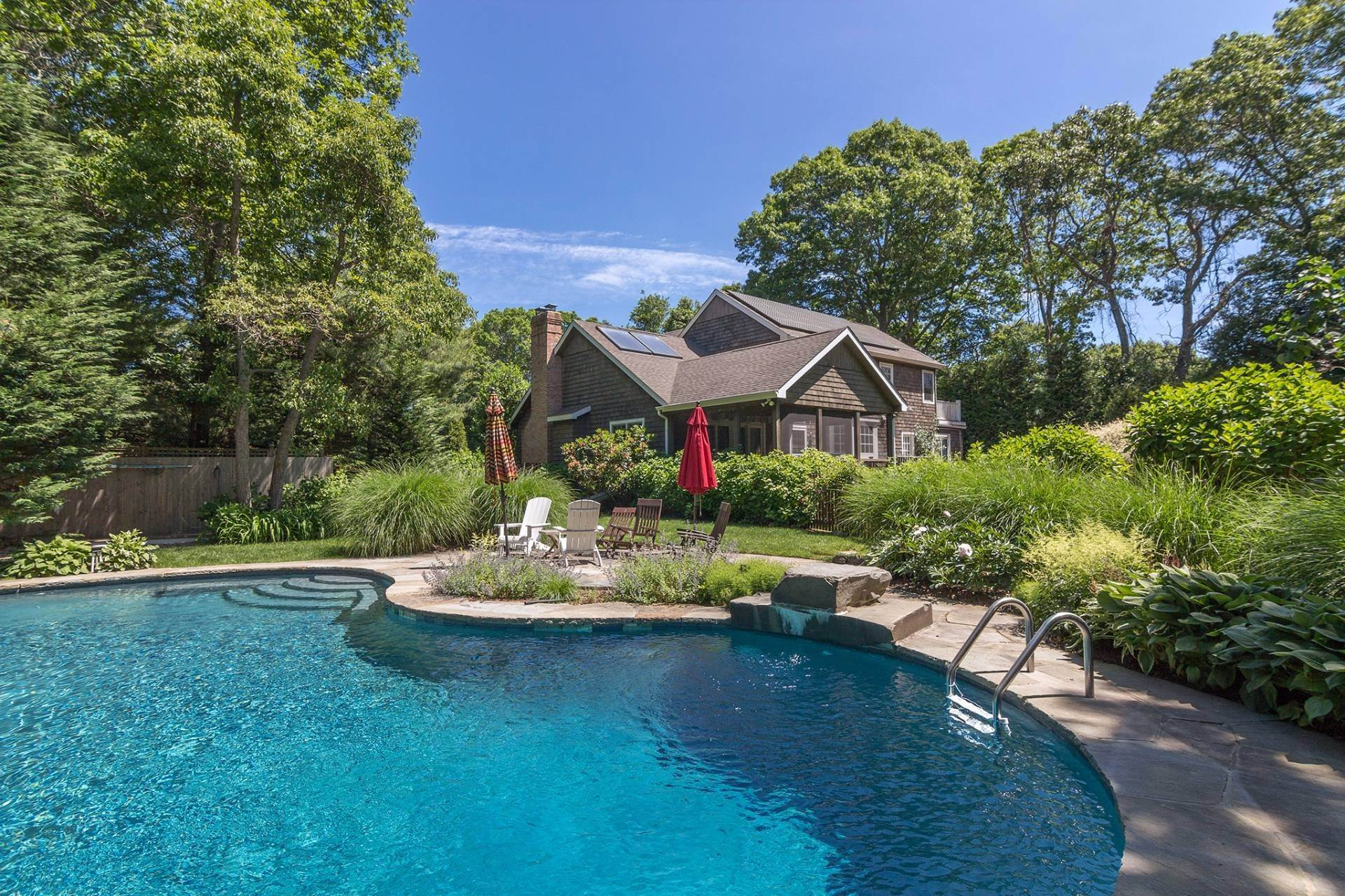 Single Family Homes at East Hampton Close To Town East Hampton, East Hampton Town, NY 11937