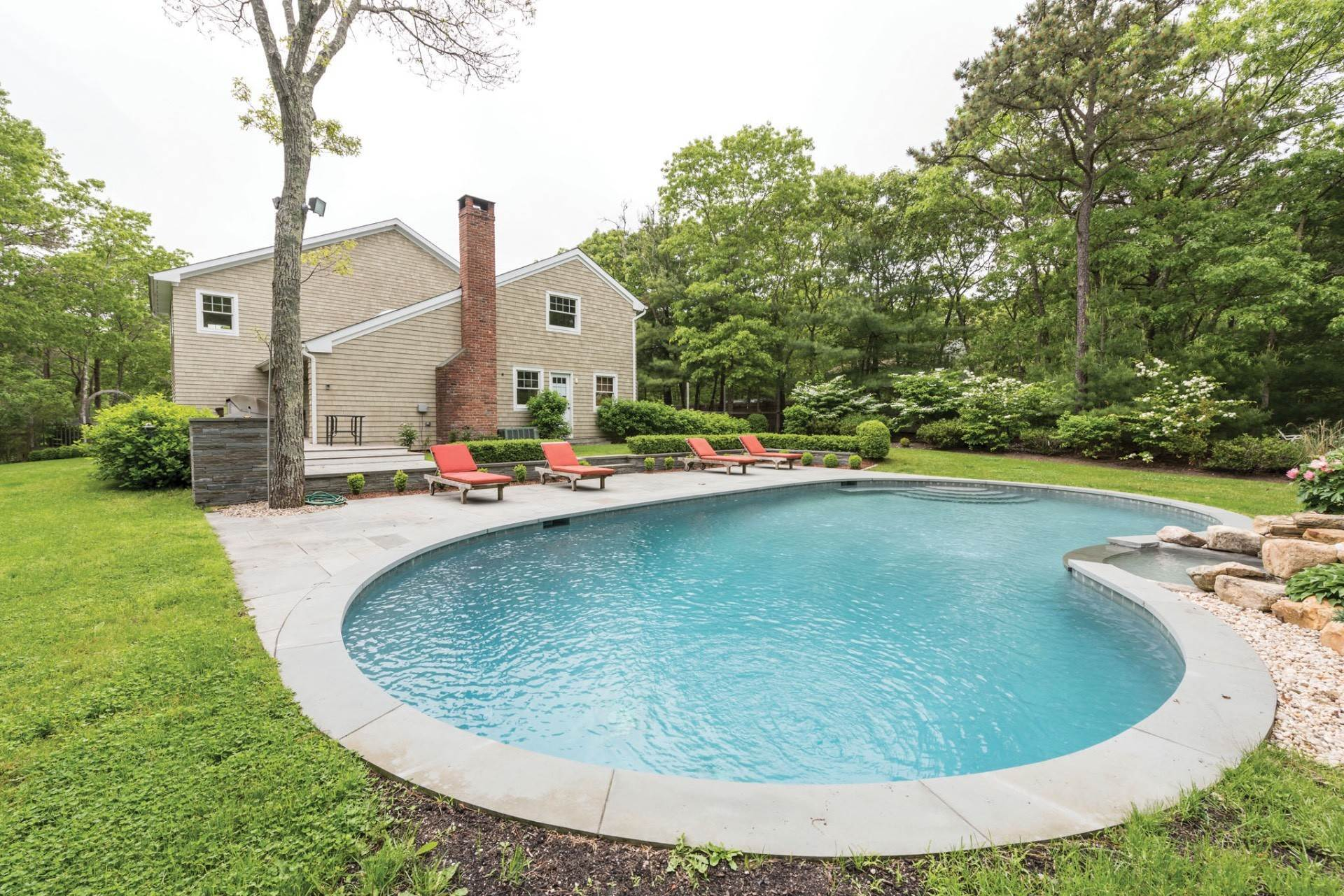 4. Single Family Homes at East Hampton Near NW W/ Pool East Hampton, East Hampton Town, NY 11937