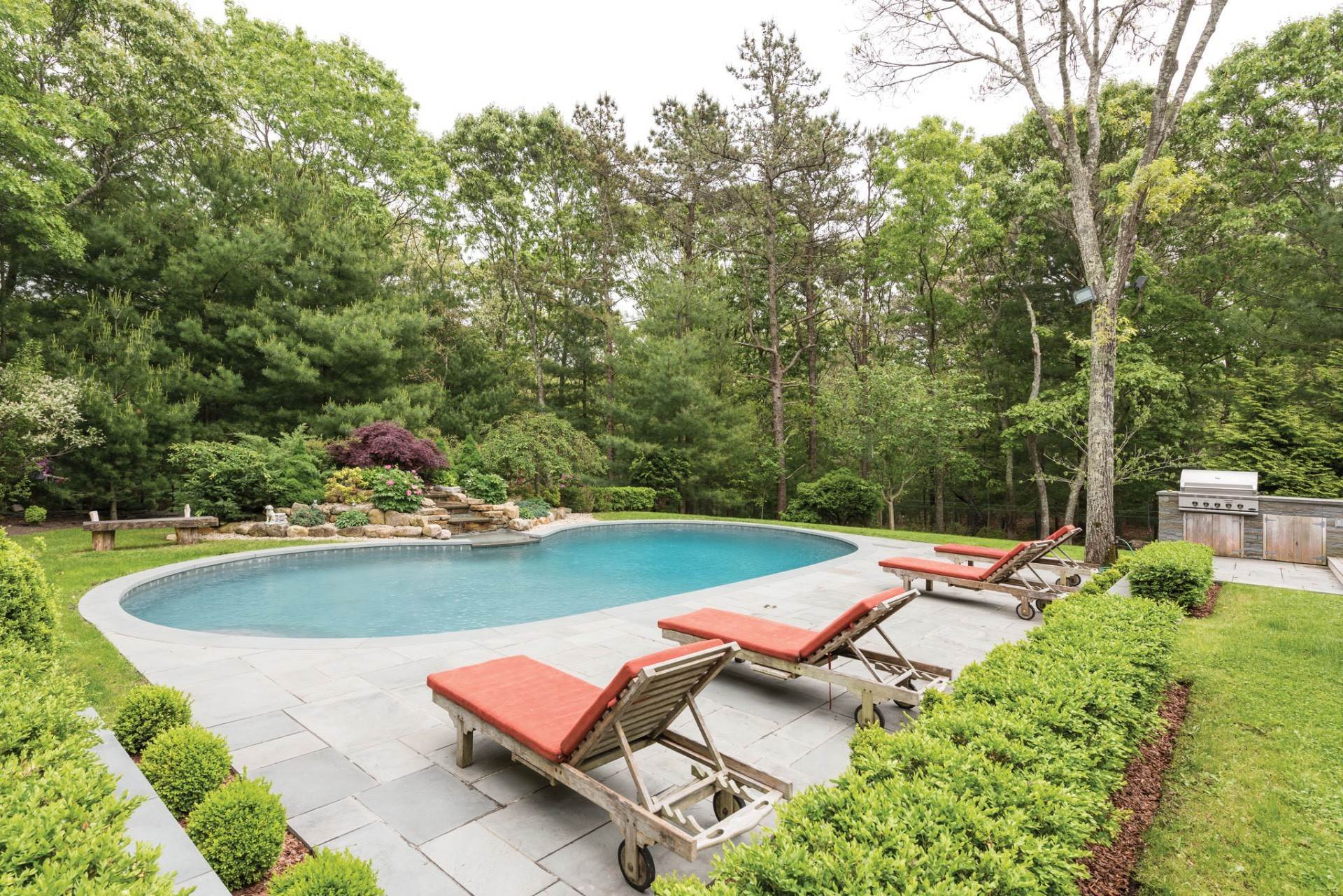 3. Single Family Homes at East Hampton Near NW W/ Pool East Hampton, East Hampton Town, NY 11937