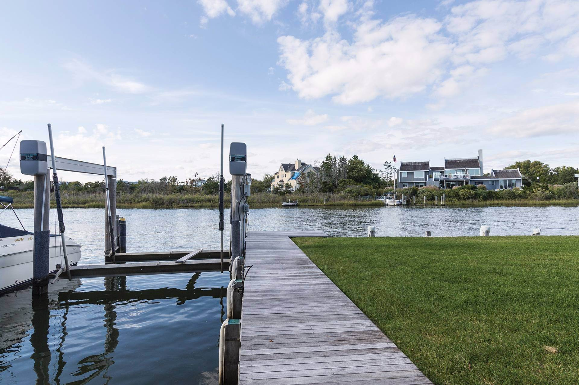 17. Single Family Homes at Quogue Bayfront With Lap Pool, Dock & Deeded Ocean Access Other Areas, NY 11959