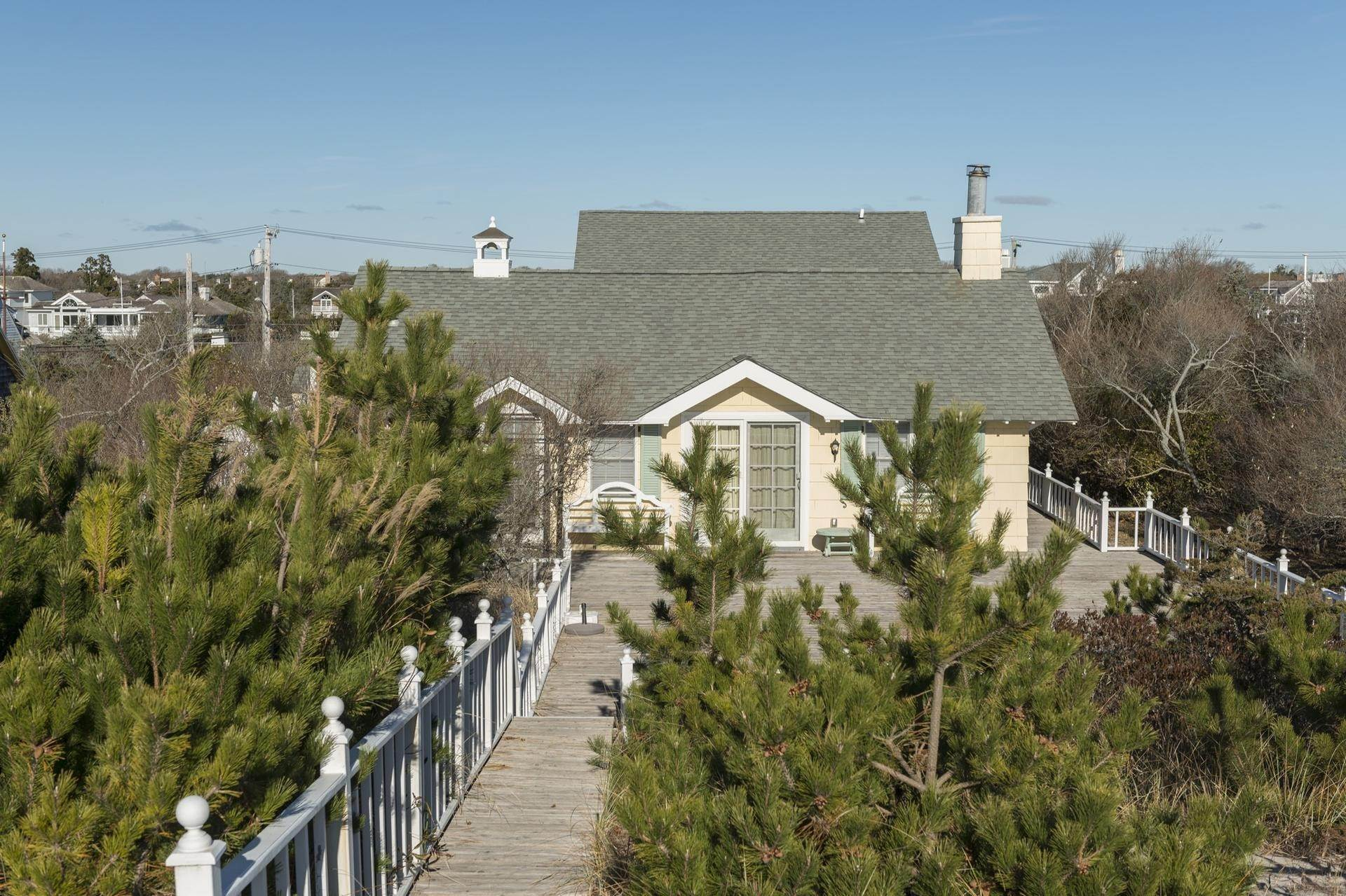 18. Single Family Homes for Sale at The Best Value On The Ocean In Quogue 96 And 98 Dune Road, Quogue Village, Southampton Town, NY 11978
