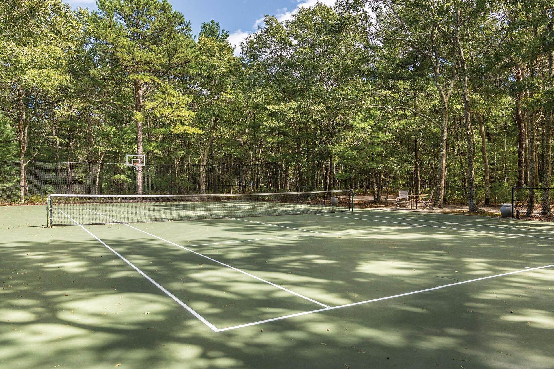 25. Single Family Homes at Retreat With Tennis On Larkin Pond 132 Swamp Road, East Hampton, East Hampton Town, NY 11937