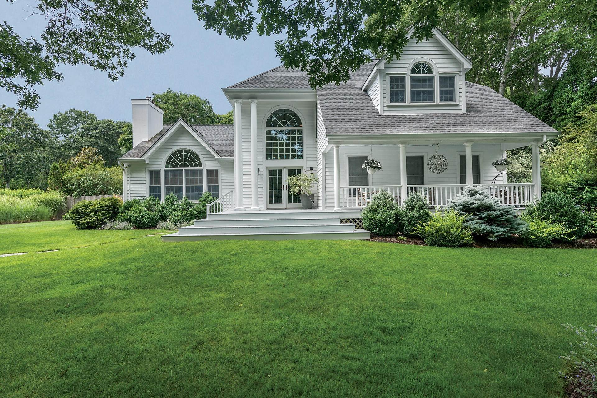 Single Family Homes for Sale at Bridgehampton Ideal: Style, Substance And Setting 21 Woodruff Lane, Bridgehampton, Southampton Town, NY 11932
