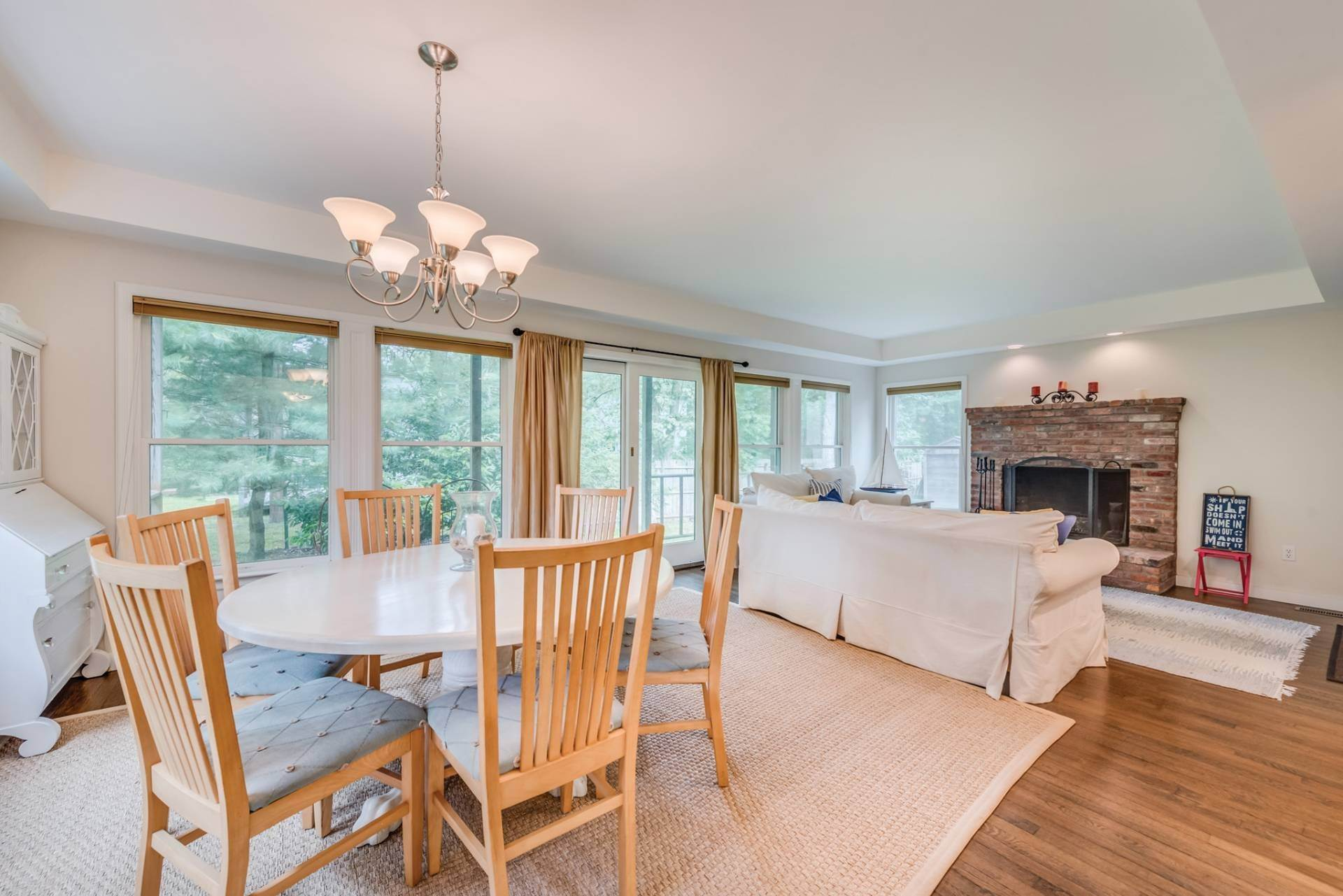 5. Single Family Homes at Summer Or Year Round East Hampton Gem! East Hampton, East Hampton Town, NY 11937
