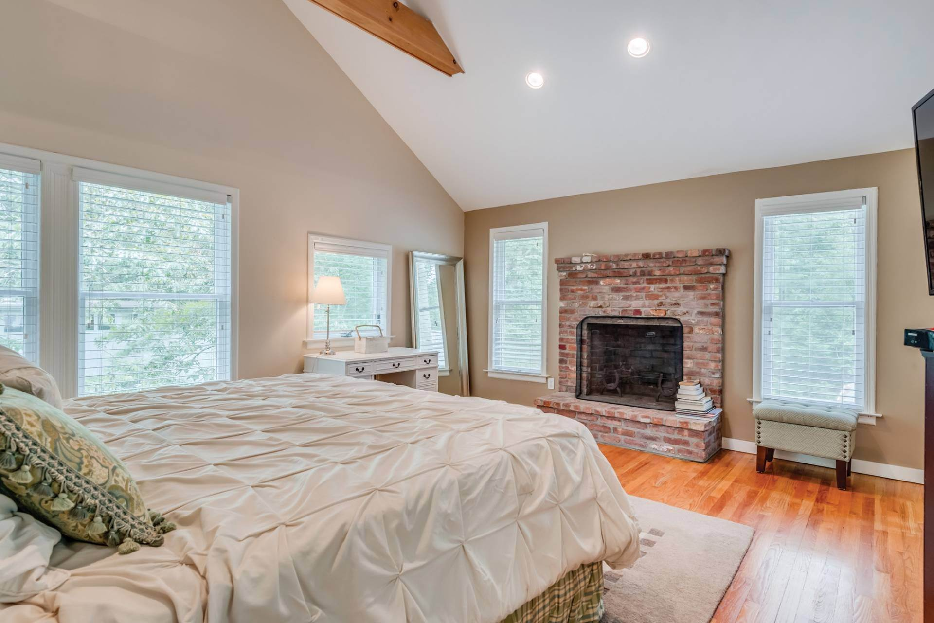 11. Single Family Homes at Summer Or Year Round East Hampton Gem! East Hampton, East Hampton Town, NY 11937
