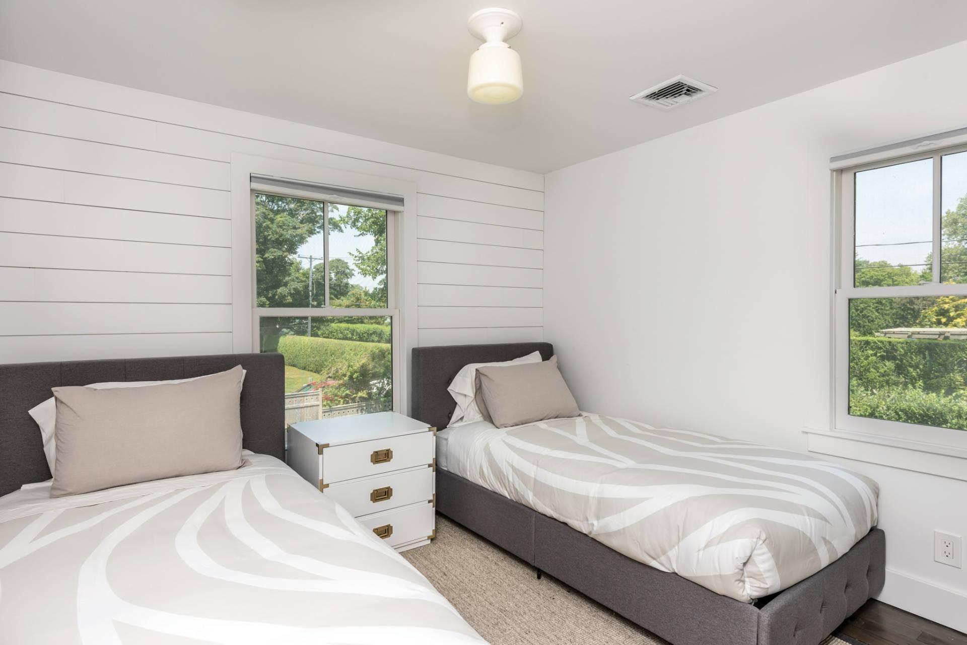 13. Single Family Homes at Newly Renovated Village Classic Southampton, Southampton Town, NY 11968