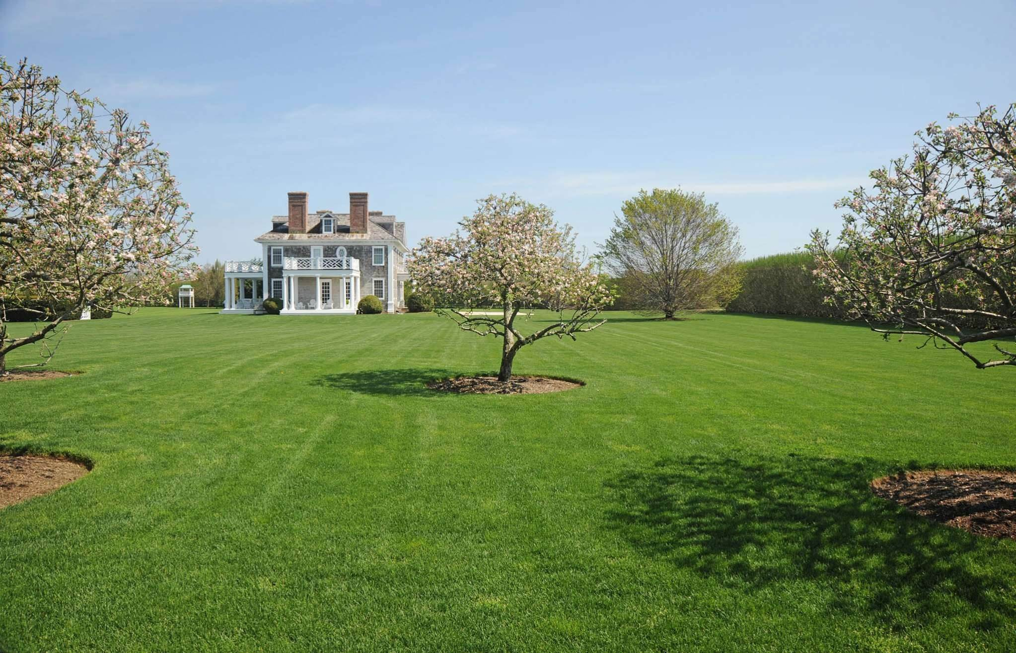 3. Single Family Homes at South Of The Highway Rental 252 Highland Terrace, Bridgehampton, Southampton Town, NY 11932
