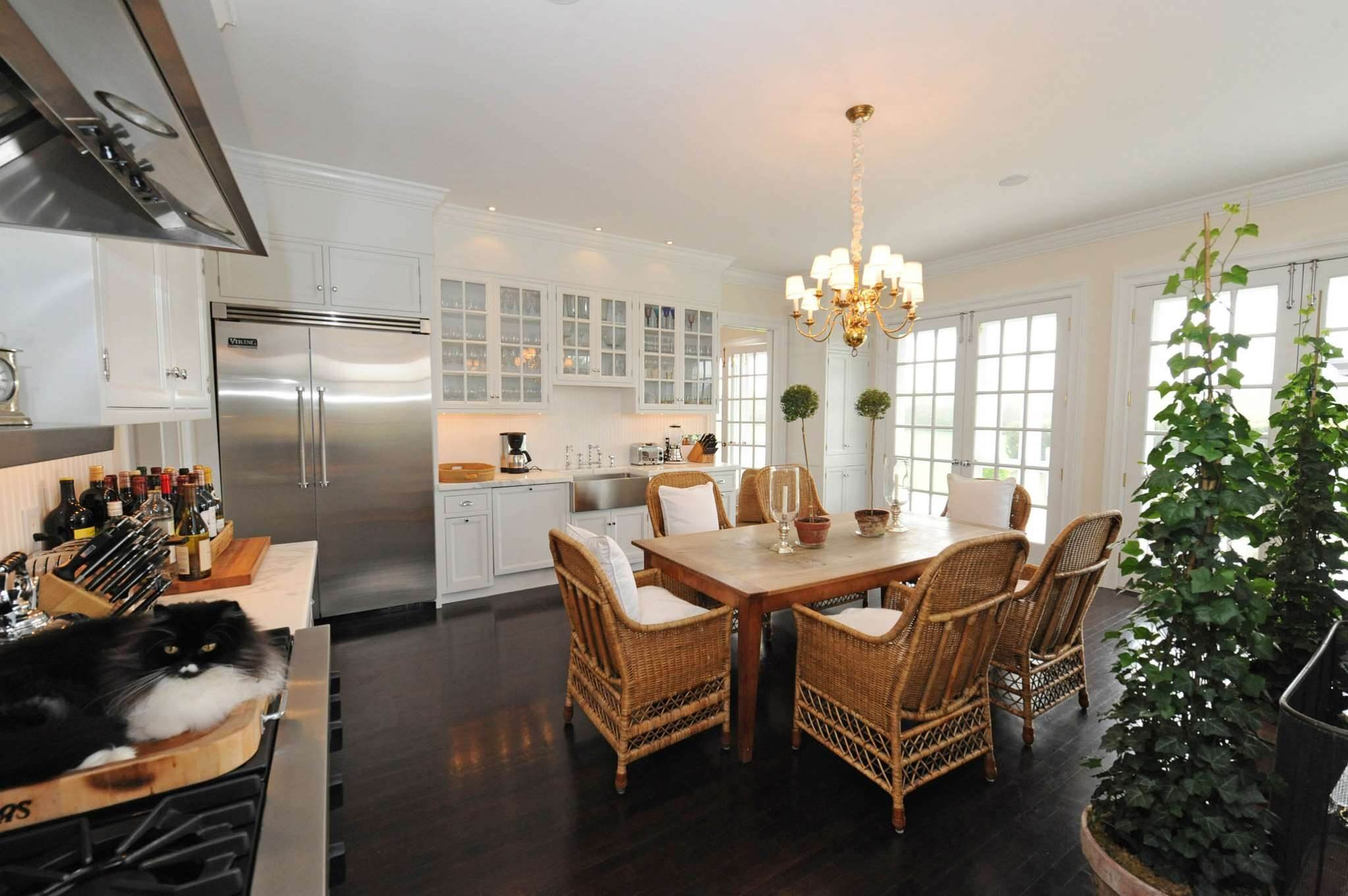 8. Single Family Homes at South Of The Highway Rental 252 Highland Terrace, Bridgehampton, Southampton Town, NY 11932