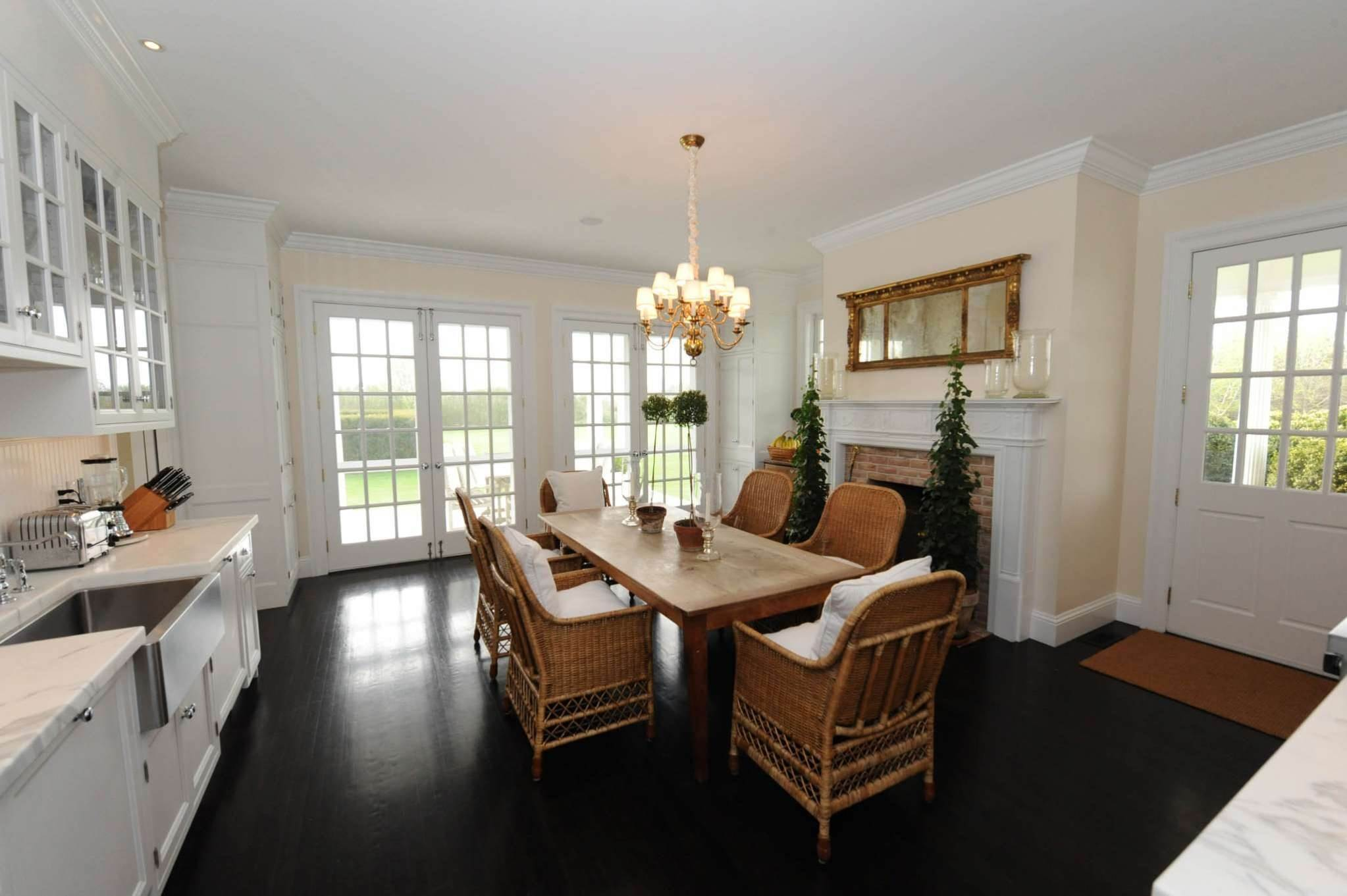 9. Single Family Homes at South Of The Highway Rental 252 Highland Terrace, Bridgehampton, Southampton Town, NY 11932