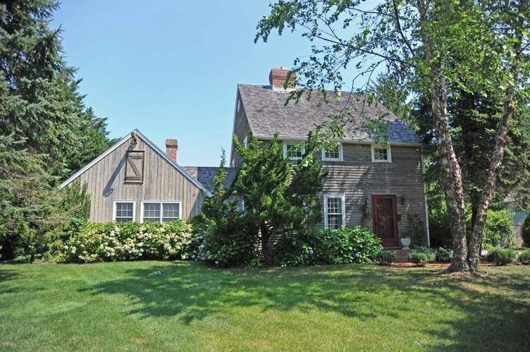 Single Family Homes at Bridgehampton South Of The Highway Traditional Bridgehampton, Southampton Town, NY 11932
