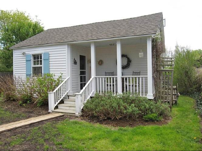 Single Family Homes at Cozy Village Cottage Bridgehampton, Southampton Town, NY 11932