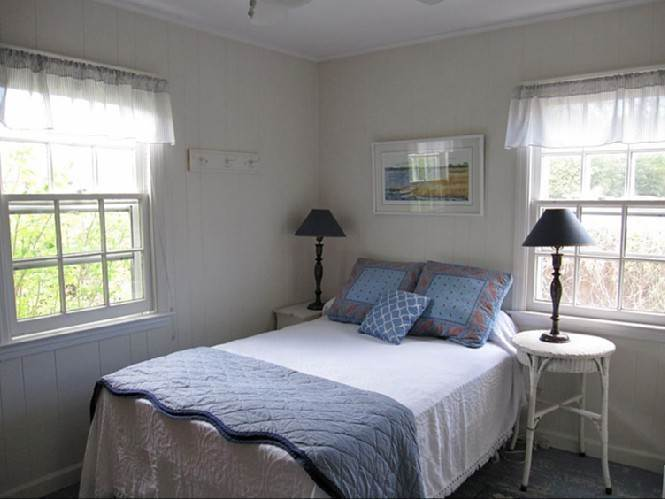 5. Single Family Homes at Cozy Village Cottage Bridgehampton, Southampton Town, NY 11932