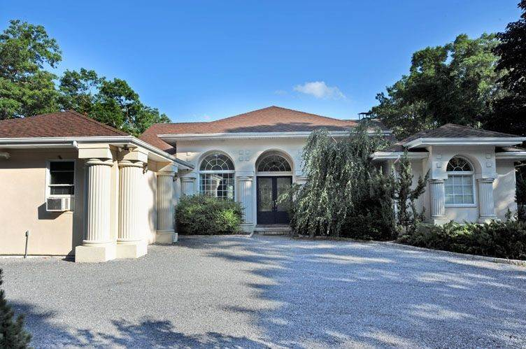 23. Single Family Homes at European Inspired Chateau With Tennis And Pool Sag Harbor, Southampton Town, NY 11963