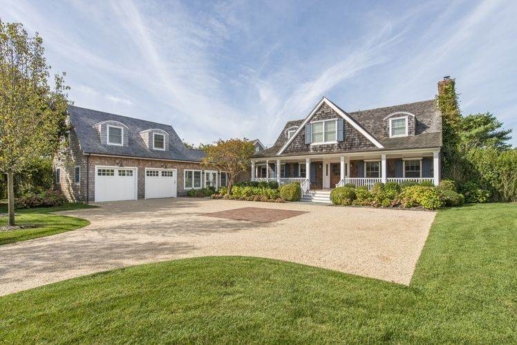 3. Single Family Homes at Breathtaking In Bridgehampton South Water Mill, Southampton Town, NY 11932
