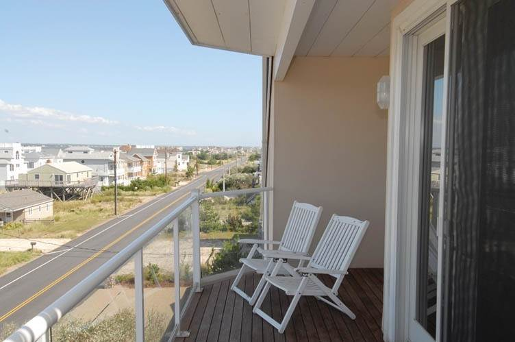 16. Single Family Homes at Oceanfront Beauty Winter Available Summer Or Year Round Westhampton Dunes Village, Southampton Town, NY 11978
