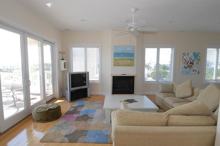 9. Single Family Homes at Oceanfront Beauty Winter Available Summer Or Year Round Westhampton Dunes Village, Southampton Town, NY 11978