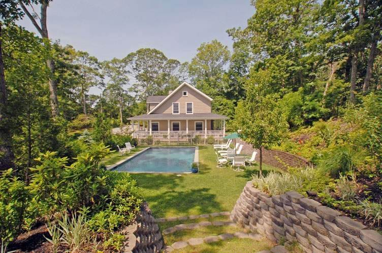 Single Family Homes at Close To Southampton Village With Pool And Tennis Southampton, Southampton Town, NY 11968