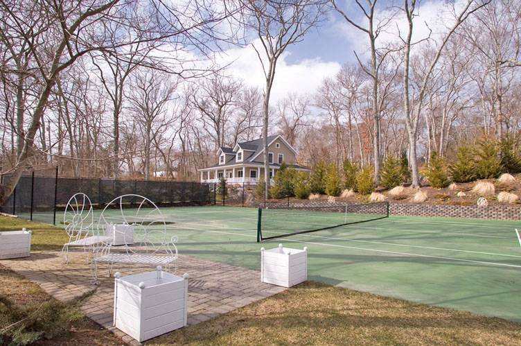 3. Single Family Homes at Close To Southampton Village With Pool And Tennis Southampton, Southampton Town, NY 11968