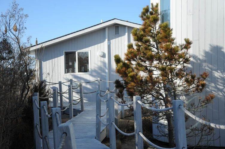 9. Single Family Homes at Summer Living Between The Bridges Westhampton Beach Village, Southampton Town, NY 11978