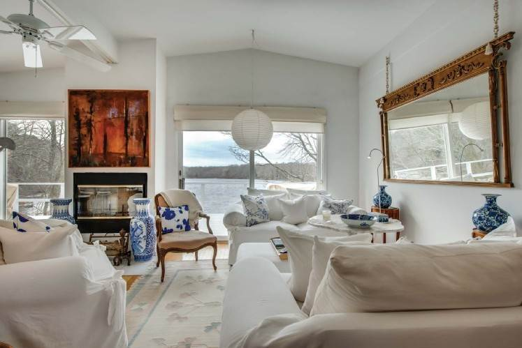 4. Single Family Homes at Very Chic Waterfront Southampton, Southampton Town, NY 11968