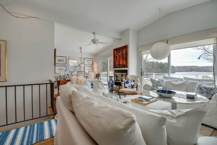 5. Single Family Homes at Very Chic Waterfront Southampton, Southampton Town, NY 11968