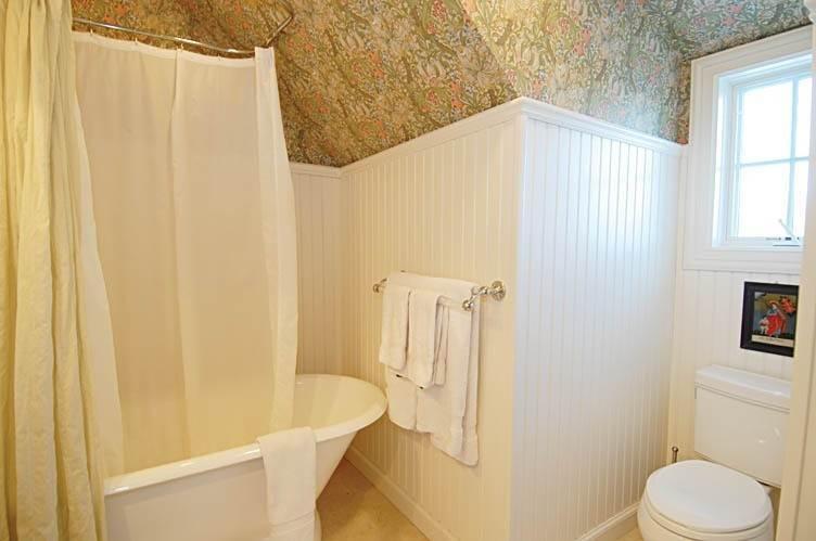 19. Single Family Homes at East Hampton Village Gem East Hampton, East Hampton Town, NY 11937