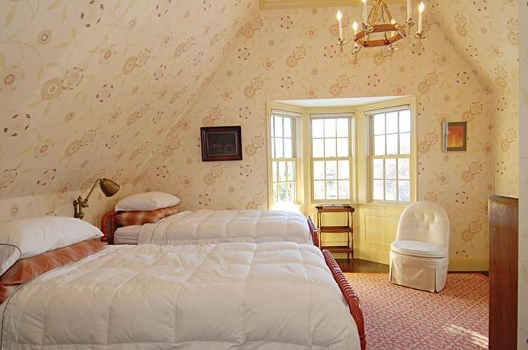 20. Single Family Homes at East Hampton Village Gem East Hampton, East Hampton Town, NY 11937