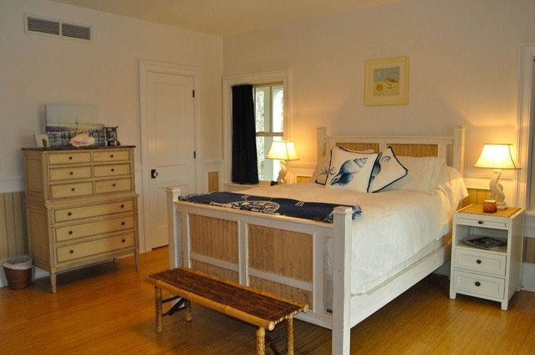 12. Single Family Homes at Spectacular Sunsets Montauk, East Hampton Town, NY 11930