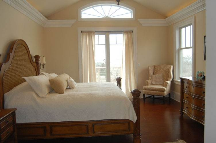 9. Single Family Homes at Spectacular Sunsets Montauk, East Hampton Town, NY 11930