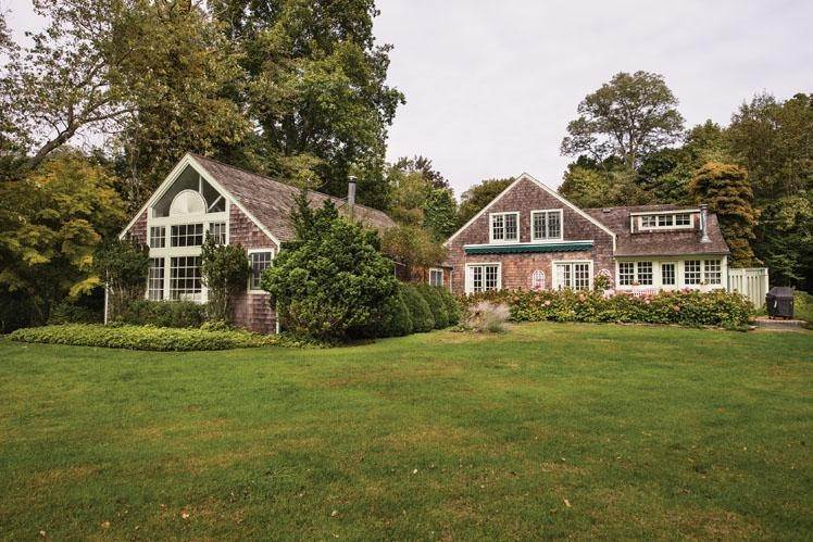 Single Family Homes at Splendid Shelter Island Estate With Pool Shelter Island Heights, Shelter Island, NY 11964