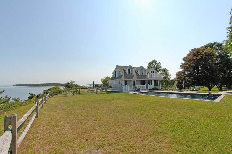 5. Single Family Homes at Stunning Shelter Island Little Ram Waterfront With Pool Shelter Island Heights, Shelter Island, NY 11964