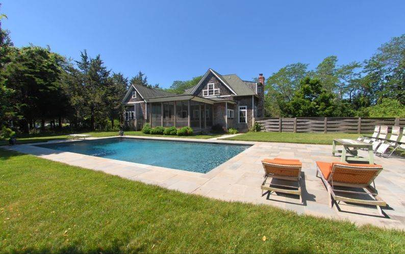 Single Family Homes at Shelter Island Traditional With Pool Shelter Island, NY 11964