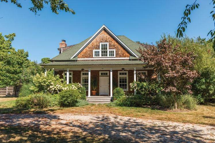 13. Single Family Homes at Shelter Island Traditional With Pool Shelter Island, NY 11964