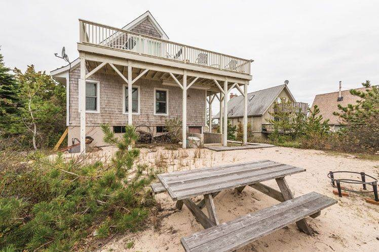 2. Single Family Homes at Contemporary With Oceanviews In Amagansett Napeague, East Hampton Town, NY 11930