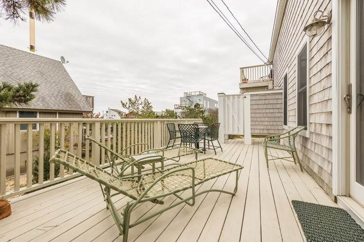 23. Single Family Homes at Contemporary With Oceanviews In Amagansett Napeague, East Hampton Town, NY 11930