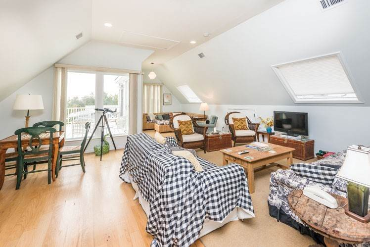 7. Single Family Homes at Contemporary With Oceanviews In Amagansett Napeague, East Hampton Town, NY 11930