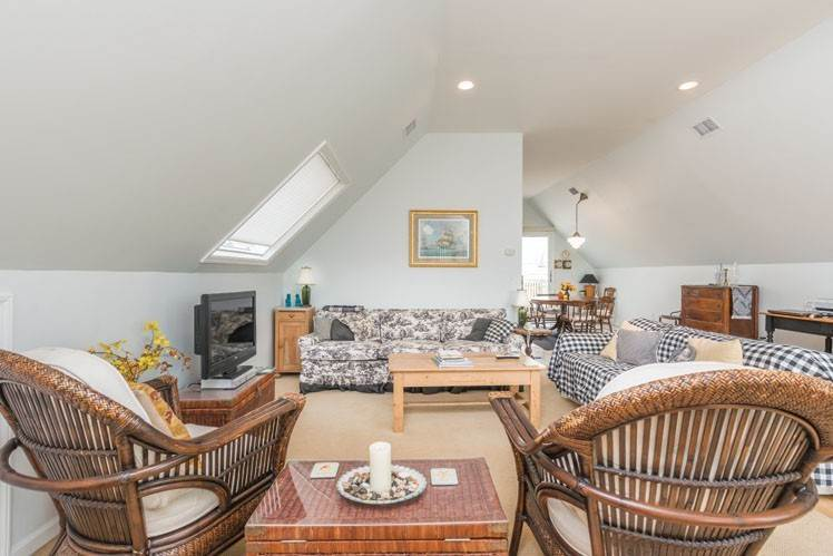 9. Single Family Homes at Contemporary With Oceanviews In Amagansett Napeague, East Hampton Town, NY 11930