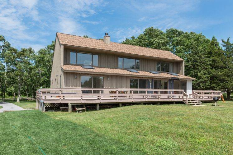 2. Single Family Homes at Glorious Shelter Island Waterview With Pool Shelter Island, NY 11964