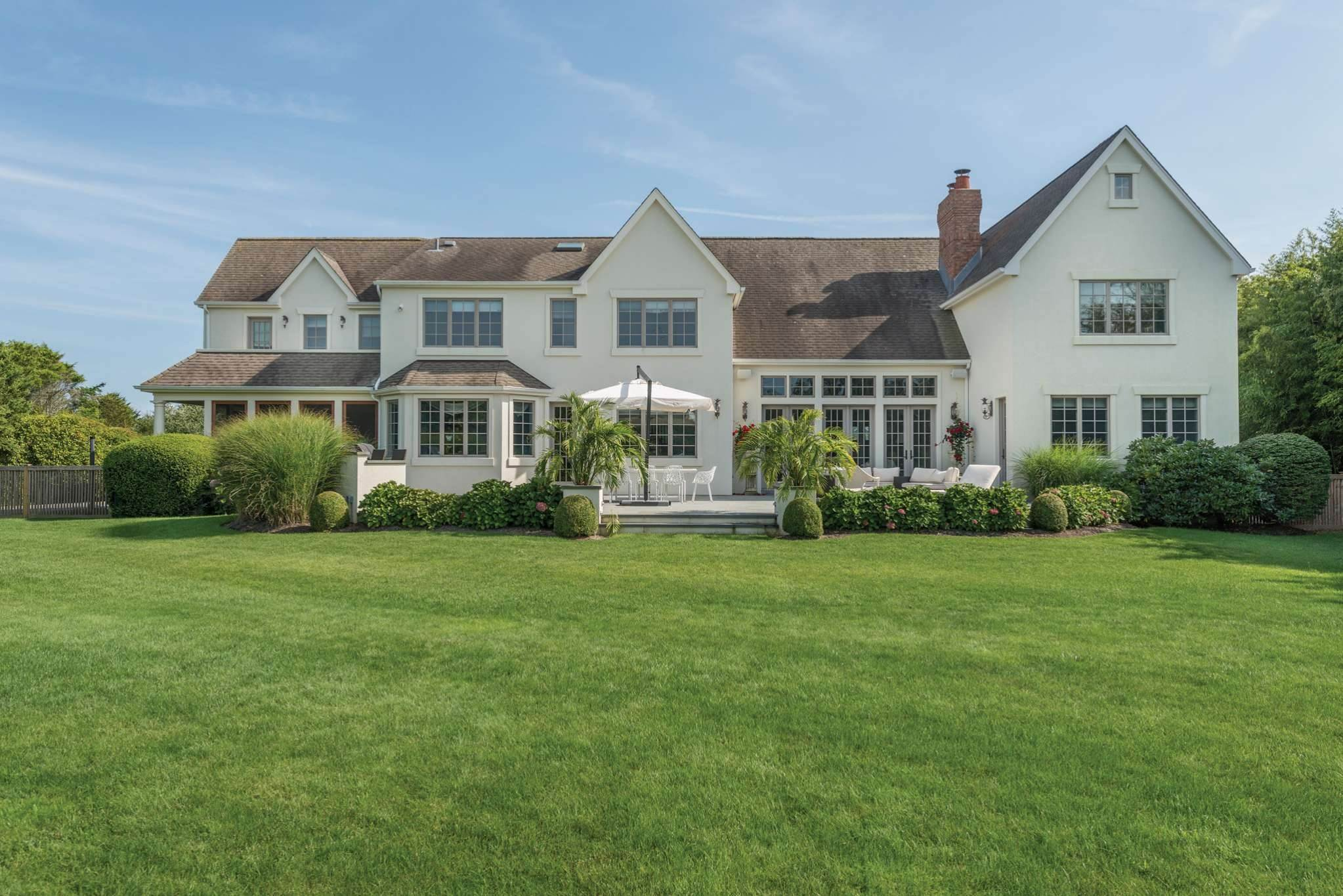 Single Family Homes at Bridgehampton Two Blocks From The Beach Bridgehampton, Southampton Town, NY 11932