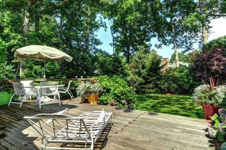 17. Single Family Homes at Surf Shack In Springs East Hampton, East Hampton Town, NY 11937