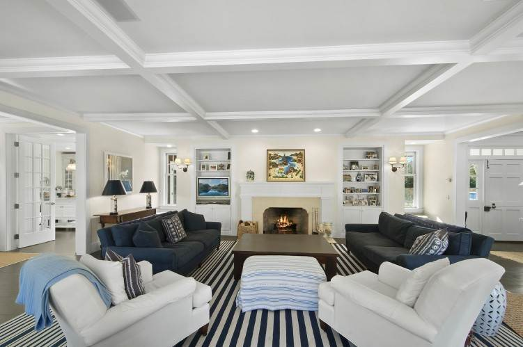 3. Single Family Homes at Beautiful Village Lane - 2 Weeks East Hampton, East Hampton Town, NY 11937