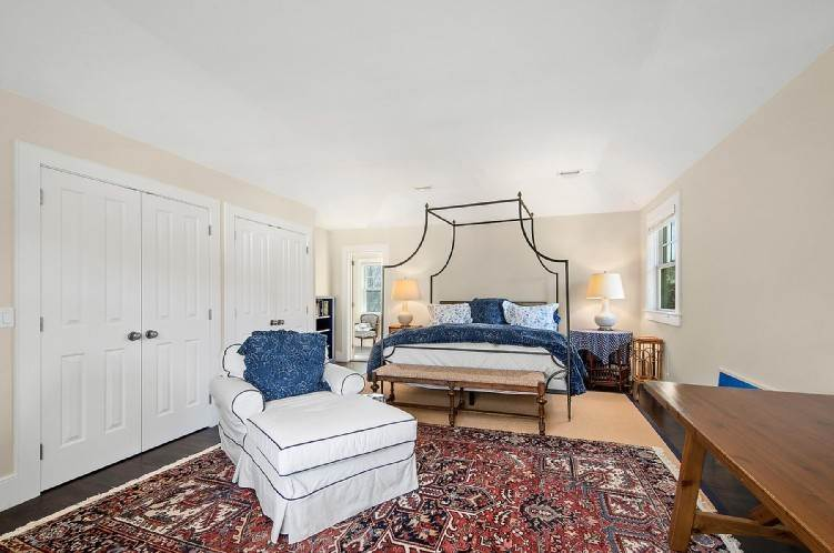 7. Single Family Homes at Beautiful Village Lane - 2 Weeks East Hampton, East Hampton Town, NY 11937